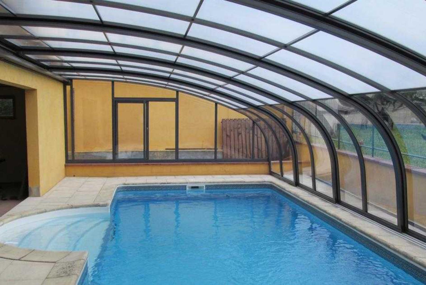 abri piscine adoss maison excellent location vacances. Black Bedroom Furniture Sets. Home Design Ideas