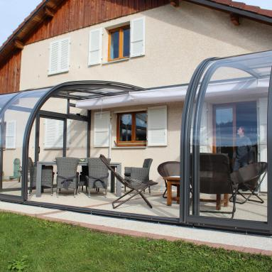 abri de terrasse coulissant et veranda retractable. Black Bedroom Furniture Sets. Home Design Ideas