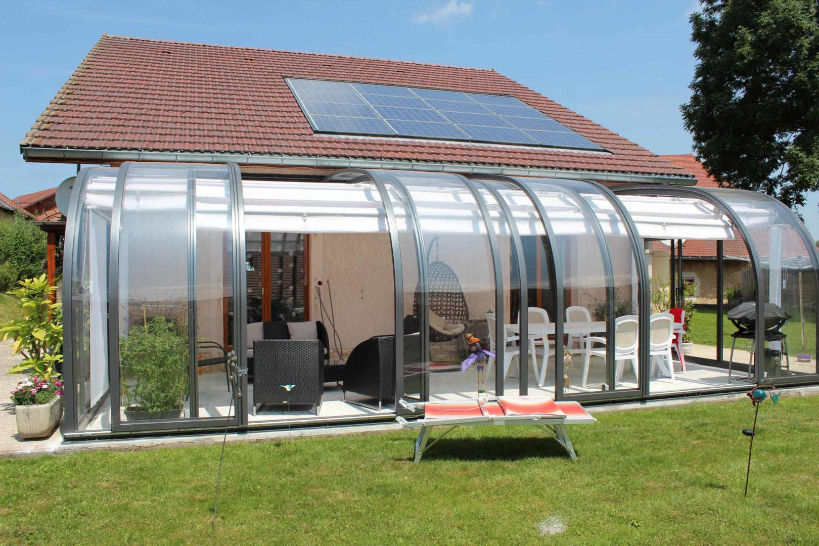 Abri de terrasse mod le saphir au galbe arrondi la solar - Modele de veranda sur terrasse ...