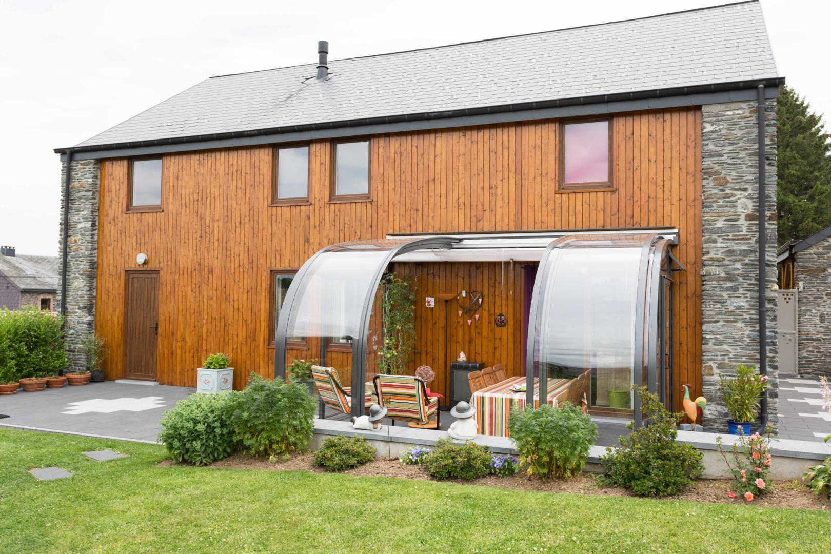 Abri de terrasse mod le saphir au galbe arrondi la solar for Abri veranda